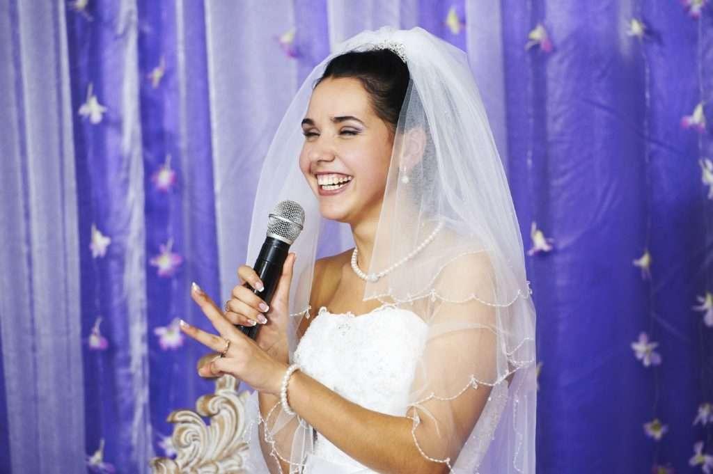 Joyful bride speaks at banquet on her wedding