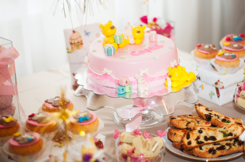 candy bar in pink colors for children's birthday